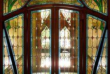 Glasfenster und Türen
