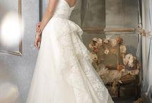 Wedding Dress: TIURNIURA