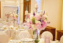 Decoratiuni nunta vintage / Decoratiuni nunta vintage cu sfesnice din inox si aranjamente florale din bujori albi si roz pal. www.issaevents.ro