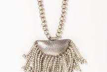 Diseño de bolsos y Collares Silvia Tcherassi