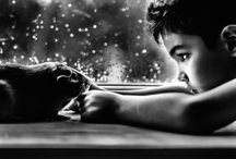 Photographer Mom Poignantly / Photographer Mom Poignantly Documents the Incredible Bond Between Her Son and His Pets