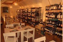 Arredamento punto vendita Signorvino in Merano / Signorvino a Merano, tra tradizione e modernità. Elementi in ferro naturale combinati con vetro e legno, realizzati da Penta Sytems.