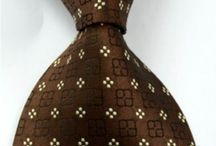 DAS031 / Look inspiration for our Floral Brown Tie: http://www.mightygoodman.nl/nl/english-fashion-brede-stropdas-bruin-bloemetjes.html