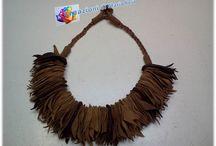 Collane con altri materiali / Realizzate con vari tipi di materiali, pelle, stoffa, cordoncini ecc.
