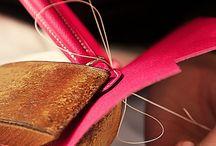 Gestes et savoir-faire / Apprécier un volume, lire les détails d'un plan, apprivoiser une matière, soigner chaque geste : les maisons labellisées Entreprises du Patrimoine Vivant sont toutes animées par la même conviction, celle du culte de la valeur. Les EPV, ce sont les hommes et les femmes aux savoir-faire d'exception, savoir-faire parfois séculaires, transmis de génération en génération.
