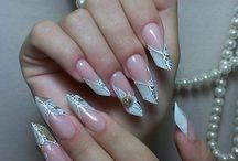 Наращивание ногтей / Салоны красоты и мастера маникюра Киева предлагают услуги по наращиванию ногтей гелем (в стиле френч).