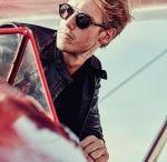 Web Eyewear / Progettato e collaudato per i primi piloti della storia web è il leggendario occhiale nato dopo le imprese dell'aviazione degli anni '30.  Oggi Web Eyewear, disegnato secondo i più nuovi standard di una tecnologia in costante evoluzione, è diventato l'accessorio senza tempo dedicato a chi non ha mai smesso di esplorare.