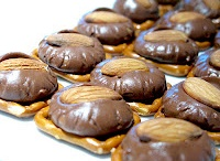 Sweet Tooth Recipes / My sweet tooth's three molars wide!  Find out some of my favorite goodies here!
