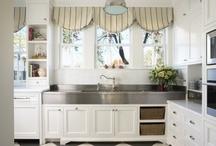 Kitchens / by Joan Schultz