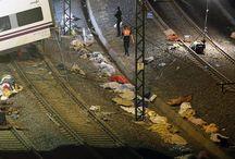 Luto en España por descarrilamiento de un tren / El accidente tuvo lugar cerca de las 21H00 locales (19H00 GMT). Unos seis vagones han quedado de un lado del pueste tras el siniestro; mientras que los otros cuatro se ubican al otro lado, además de la máquina que salió despedida tras el impacto. El tren siniestrado es modelo Alvia, el ferrocarril más veloz que atraviesa la ruta.