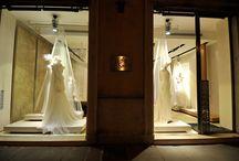 Collezioni La Sposa a Brescia / Collezioni La Sposa è un importante atelier multibrand situato nel centro storico di Brescia. Lussuosissimo atelier in Via Gramsci 19, l'innovativo e sofisticato negozio di oggi, vi aspetta con le Sue preziose collezioni alta moda sposa.