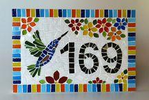 Números para la casa en mosaicos.