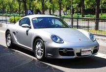 Porsche Cayman ( 987 ) アークティックシルバーメタリック / 年式 2007 シフト 5速 ハンドル L 初度登録 平成19年12月 排気量 2,700cc 走行距離 15,700Km 車検期限 平成27年9月 ミッション MT 修復歴 なし カラー(外装) アークティックシルバーメタリック カラー(内装) ブラック  装備オプション シーヒーター バイキセノンヘットライト HDDナビ ETC