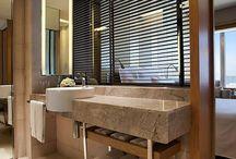 """La Torre, arreda il mondo bagno dell'Harbour Hotel di Hong Kong con la Collezione """"Studio"""". / L'Harbour Hotel di Hong Kong è caratterizzato da ambienti moderni e di classe. La maggior parte delle 320 camere dispongono una vista mozzafiato sul porto Victoria e sono arredate con gusto ed eleganza, i relativi bagni sono in linea con l'estetica dell'hotel e per l'occasione è stata selezionata l'azienda La Torre, rubinetteria Made in Italy, che, con la Collezione """"Studio"""", ha reso il mondo bagno dell'Harbour, moderno e sofisticato."""