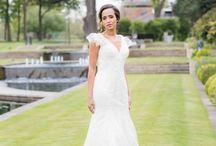 Vestidos de noiva simples / Inspire-se com as muitas opções de vestidos de noiva simples e tenha a certeza de que encontrará um modelo perfeito para você!