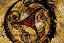 Uroboro / I rombi come ornamento sulla pelle di un serpente rappresentano il serpente fallico e la vulva femminile come l'unita solare-lunare, la riconciliazione dei contrari