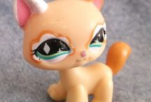 LPS Littlest Pet Shop pet Toy Offers / Collectible LPS figures, Littlest Pet Shop Dogs, Cats and many other animals in this fantastic range by Hasbro.
