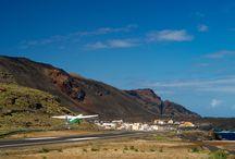 Aeropuerto de El Hierro / Inaugurado en 1972, el Aeropuerto de El Hierro, situado en el término municipal de Valverde, ha cambiado la vida en la isla, mejorando las comunicaciones con el resto del archipiélago y abriéndola a un nuevo tipo de turismo.