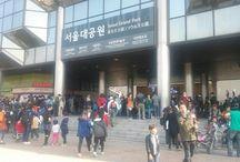 서울대공원, 함께누리는 사회적경제장터 / 2014. 10.18부터 11.16까지 매주 토,일 서울대공원 분수대 광장 옆에서는 사회적경제장터가 개최되고 있습니다.  내 작은 소비 하나가 누군가에겐 큰 힘이 되어주고, 조그만 기업의 고용창출까지 이끌어낼 수 있는 착한 소비장터에 여러분도 함께 참여해 보시기 바랍니다.