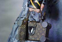 Louis Vuitton 2016 Yaz Koleksiyonu / Çantalar / Louis Vuitton 2016 Yaz Defilesi bu hafta Paris Moda Haftası'nda gerçekleşti. Koleksiyonun en ilgi çeken parçaları şüphesiz yine çantalar oldu.