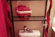 Holiday Bathroom Designs / Holiday Bathroom Designs turn any normal remodel into seasonal bliss. These bathrooms are full of cheery colors and decorations to give your holiday a more festive feel.  / by Remodel Works