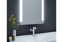 bathroom / Łazienka Dobra aranżacja łazienki to nie tylko styl i elegancja to również wiele skrytek, półek, do których odkładamy najpotrzebniejsze rzeczy. Bardzo ważnym elementem w całym przedsięwzięciu jest również lustro. Oto kila naszych propozycji.