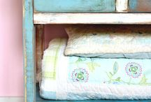 how to paint distressed furniture