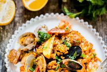 Easy Recipes with Clams / We are the biggest fans of clams! We've got the best recipes that allow the delicious taste shine through.