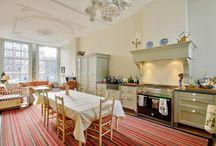 Landelijke keukens naar ontwerp Keukenhof van Holten / Diverse landelijke keukens. In samenwerking met de klant maken wij handgeschilderde keukens in diverse stijlen, kleuren, maten en wensen.