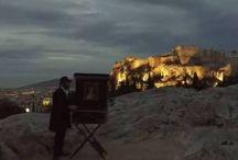 Ο ήλιος ανατέλλει πίσω από το Βράχο της Ακρόπολης υπό του ήχους της λατέρνας - ΒΙΝΤΕΟ