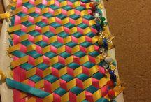 Trixial con listones de colores