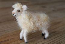 Santa Caixola - arte com as mãos / Um lugar para deixar a criatividade solta. Esculturas feitas de pura lã de ovelha através da técnica de feltragem com agulhas ou mais conhecida como needle felting.