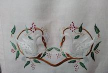 Παραδοσιακά κεντήματα,traditional. / Η Ελληνική μας παράδοση,πάντα εκφραζόταν από την λαϊκή παράδοση της πατρίδας μας.Είτε της ηπειρωτικής χώρας,είτε των νησιών.Την χαρακτηρίζει η ομορφιά της απλότητας.Κατά την γνώμη μου ο τομέας της κεντητικής τέχνης είναι ο πιο όμορφος.!.Γιούλη Μαραβέλη-Χαλκίδα.Τηλ:22210-74152.