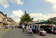 Moreton-in-Marsh / Moreton-in-Marsh is one of the principal market towns in the northern Cotswolds situated on the Fosse Way. There is a busy Tuesday market with about 200 stalls attracting many visitors