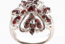Makes me feel like a princess! / Garnets, Jewelry, Fashion and Prague!