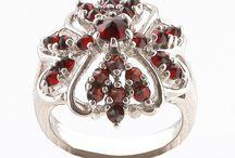 Makes me feel like a princess! / Garnets, Jewelry, Fashion and Prague!