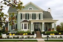 Curb Appeal / We focus so much on perfecting our backyard, however nothing is more welcoming than a beautiful front yard.