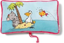 Lato 2014 / Bohaterami letniej kolekcji jest trójka przyjaciół: Słonica, Pelikan i Rybka. Ich podobizny widnieją na torebkach, ręcznikach oraz poduszeczkach.