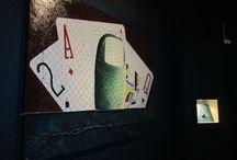 """""""ARTICOLAZIONI"""" - Personale di Stefano Cherchi / La mostra """"ARTICOLAZIONI"""" di Stefano Cherchi sarà visitabile presso il Museo Naturalistico del Territorio """"G. Pusceddu""""dal 24 gennaio  al 24 febbraio 2014. Stefano Cherchi, nato nel 1948 a Iglesias, insieme al fratello scrittore Angelo e ad un gruppo di artisti proclama nel 1975 a Parigi il manifesto del movimento """"Polidimensionale"""". Le superfici murarie gli rivelano l'impronta del lavoro dell'uomo, esaltandone il frutto dell'operosità."""