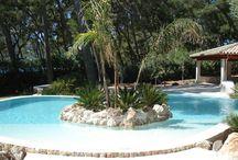 Piscina ovalada en Formentor. Mallorca / Construcción de una piscina ovalada en Formentor. Mallorca