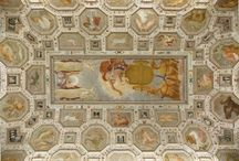 Palazzo Chiericati / Progettato nel 1550 dall'architetto Andrea Palladio per Gerolamo Chiericati, il grandioso edificio è stato costruito in parte vivente l'architetto e poi completato alla fine del secolo XVII seguendo il progetto originario. Il Comune di Vicenza lo acquisì nel 1839 dalla nobile famiglia dei Chiericati, con l'intenzione di raccogliervi le civiche collezioni d'arte. Restaurato dagli architetti Berti e Miglioranza, il Museo civico fu inaugurato il 18 agosto del 1855.