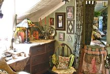 Bohemian style interior. Would love this style in my bedroom.  / Bohemian interior