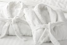 Spa Bathrobes / A decent bathrobe can make all the difference when it comes to enjoying a relaxing spa experience. Our luxury spa bathrobes are made from only the finest 100% cotton terry towelling material, creating a super soft and super absorbent robe that will wrap up anyone in its comfy, warm embrace.