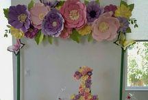 Гигантские бумажные цветы