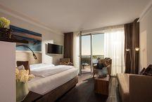 Hotel Preise Norderney / Sie sind auf der Suche nach einem phänomenalen Ausblick auf die See und exklusiv ausgestatteten und lichtdurchfluteten Zimmern, in denen Sie das Gefühl haben, die Sonne geht direkt bei Ihnen im Apartment unter? Dann sind Sie im Hotel MeerBlickD21 auf Norderney goldrichtig. Wir freuen uns auf Ihren Besuch im modernen Designhotel auf Norderney mit unverbautem Nordsee-Blick.