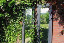 Zrcadlo v zahradě