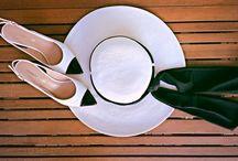 Black and White / L'eleganza del bianco e nero Per abiti e accessori torna alla grande una tendenza che, più che un accostamento di tinte, è una garanzia di stile: l'intramontabile coppia black & white