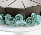 Packaging / No matter how you slice it, packaging is important. #cake. www.bisousweet.com