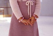 детское платье спицами схема