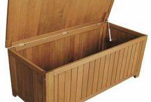 Μπαούλο ξύλινο με μηχανισμό / Μπαούλο ξύλινο με μηχανισμό και καφασωτό πάτωμα για αερίζονται τα μαξιλάρια που αποθηκεύονται.